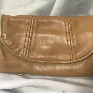 P2• ☕️ Tan leather clutch/ wallet